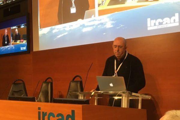 Dr Setúbal e Prof Arnaud Wattiez durante discussão sobre Adenomiose